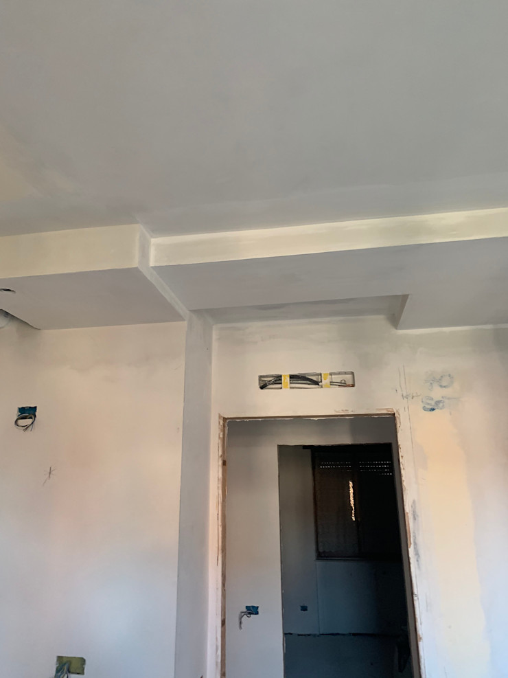 Dettaglio veletta in cartongesso soggiorno C.M.E. srl Soggiorno moderno