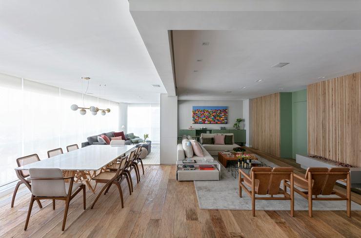 Todos ambientes integrados DCC by Next arquitetura Salas de estar mediterrâneas Metalizado/Prateado