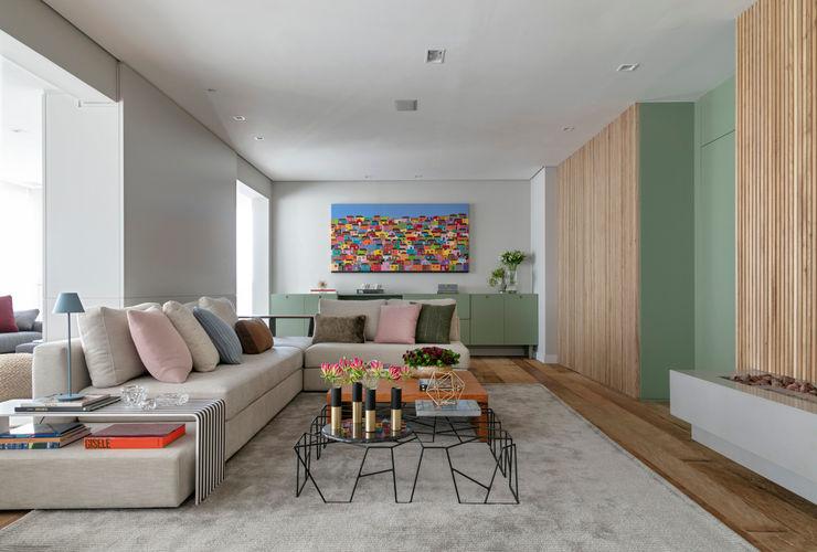 Living integrado DCC by Next arquitetura Salas de estar mediterrâneas Bege