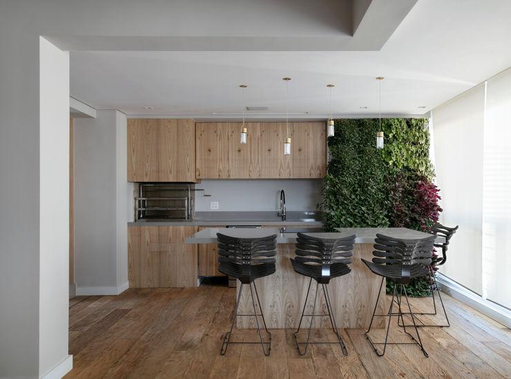 Área gourmet DCC by Next arquitetura Salas de estar mediterrâneas Cinza
