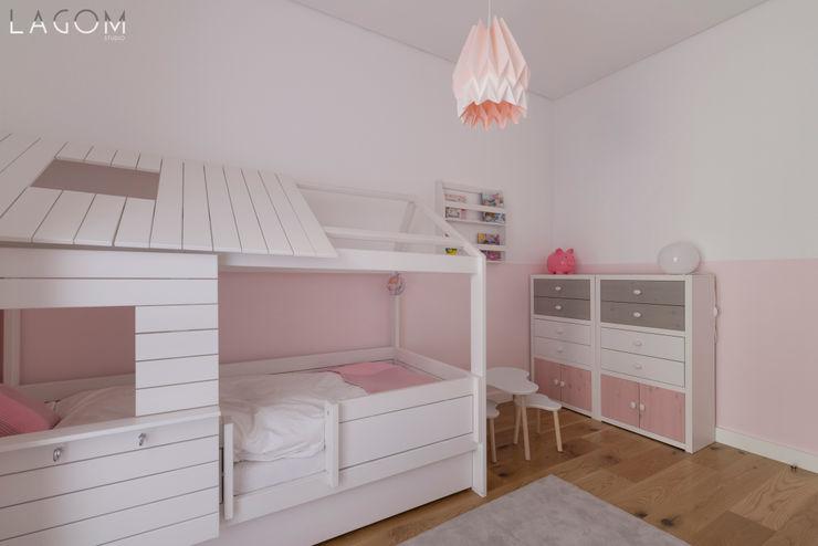 Quarto de criança Lagom studio Quartos de rapariga Rosa
