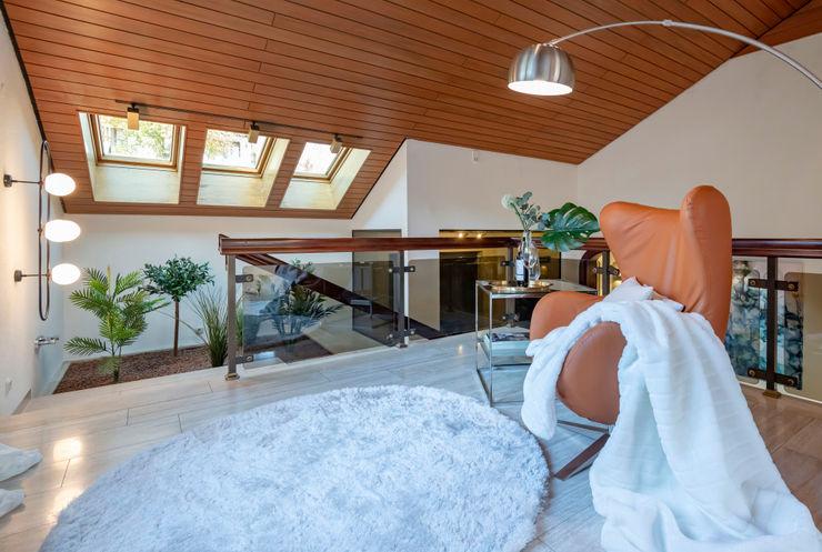 Cornelia Augustin Home Staging Corredores, halls e escadas clássicos