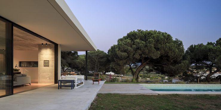 House in Meco MLeP - Marisa Lima Estudos e Projectos de Arquitectura Lda. Casas de banho modernas