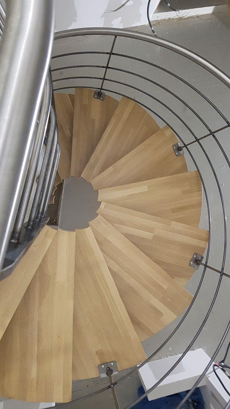 Escalier métallique tournant débillardé LBMS. Fabrice Lamouille Escalier Fer / Acier Marron