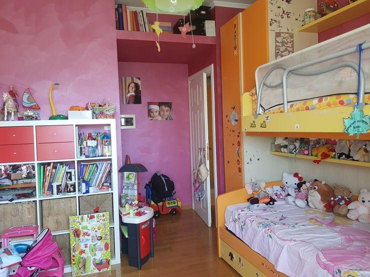 Cameretta prima dell'intervento Silvia Camporeale Interior Designer Camera da letto piccola Legno composito Arancio