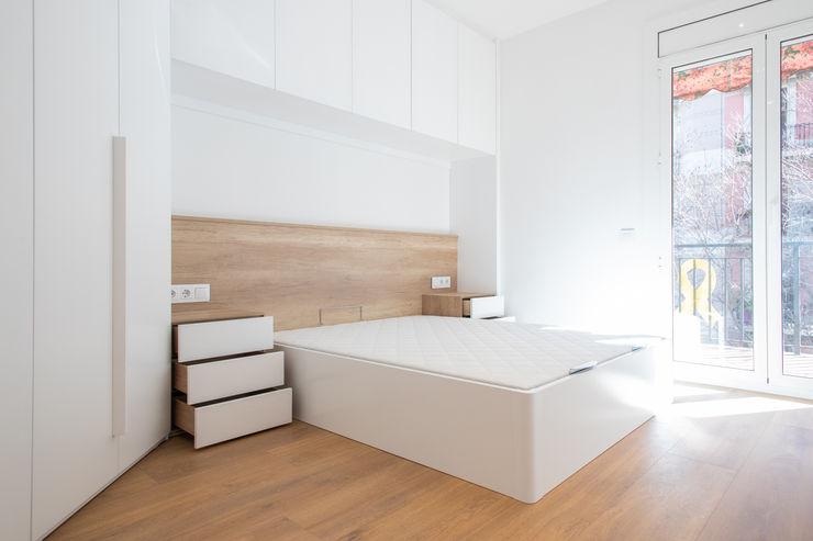 Dormitorio principal Grupo Inventia Dormitorios de estilo mediterráneo Hormigón Blanco