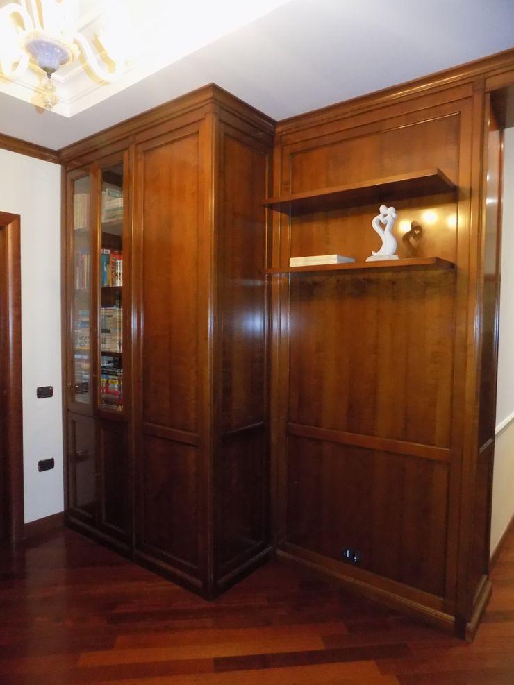 PROGETTO BOISERIE IN LEGNO PER AREA STUDIO E LIBRERIA - DETTAGLI Seven Project Studio Studio in stile classico Legno massello Effetto legno