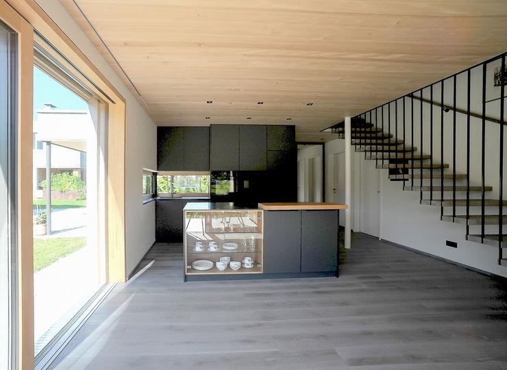 schroetter-lenzi Architekten Cocinas pequeñas Derivados de madera Negro