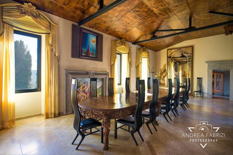 Sala da pranzo / Tavolo in legno / Finestre / Soffitto Andrea Fabrizi Sala da pranzo rurale