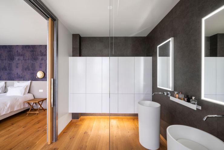 Modern bathroom Pascal Millasseau Construction Salle de bain moderne