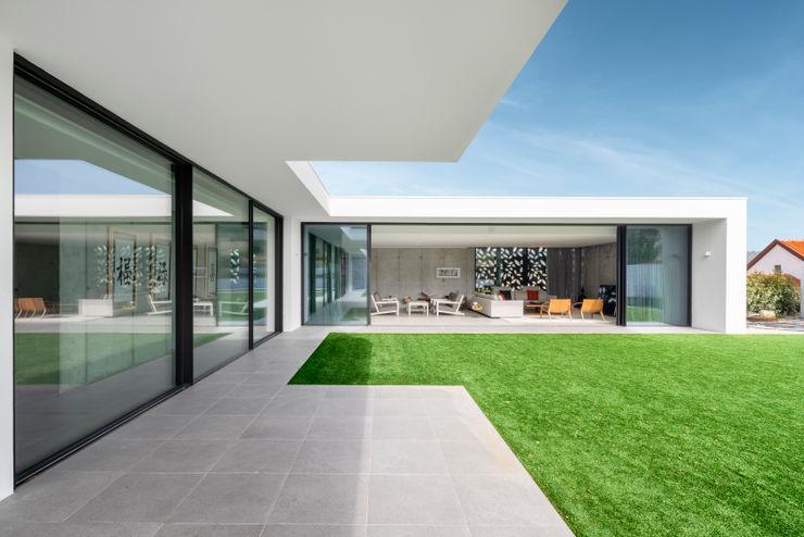 Exterior into living room Pascal Millasseau Construction Maisons modernes