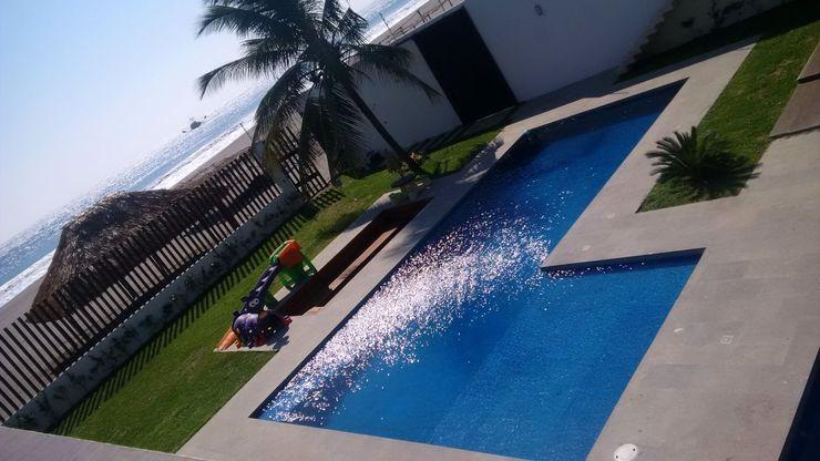 Casa L Struo arquitectura Albercas de jardín Azulejos Azul
