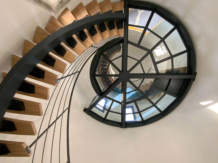 Escalier métallique et palier verre LBMS. Fabrice Lamouille Escalier Fer / Acier Noir