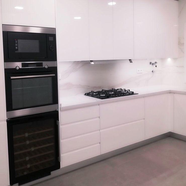 DIONI Home Design CocinaArmarios y estanterías Tablero DM