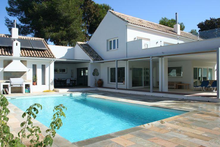 CONSTRUCCIONES Y REFORMAS VALLE DE ARDALES S.L. Modern Pool