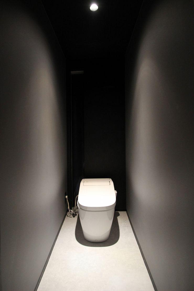 クリエイティブに暮らす TKD-ARCHITECT モダンスタイルの お風呂 黒色