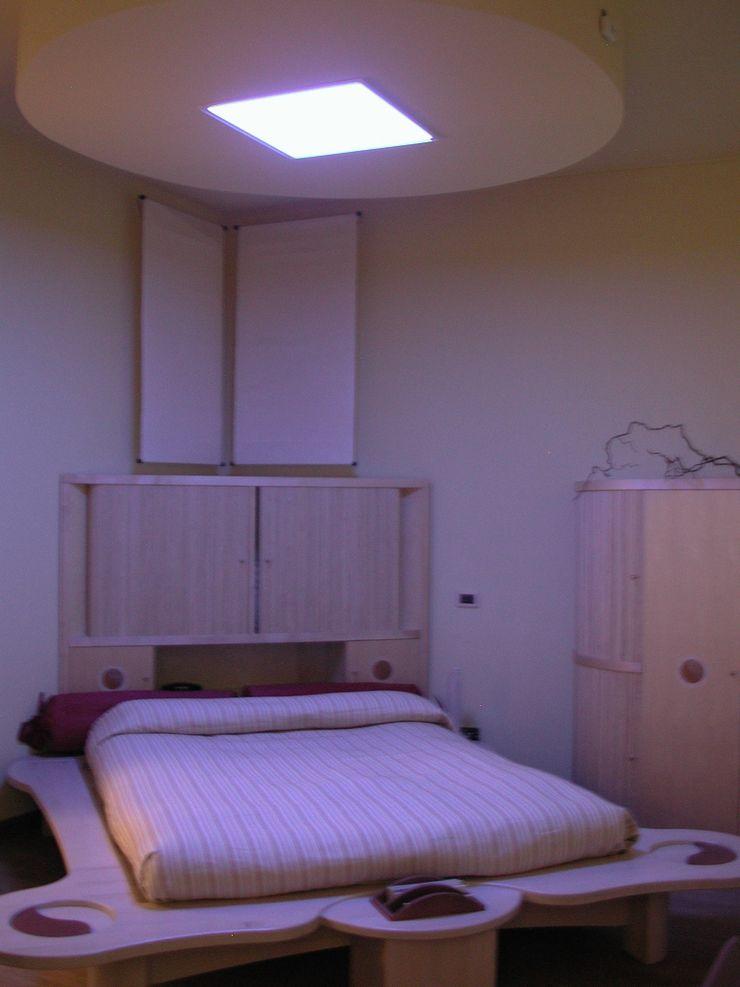 Camera con lui variabili RGB per creare atmosfere più intime e rilassanti Anita Cerpelloni Paper Project Venice Camera da letto moderna Vetro