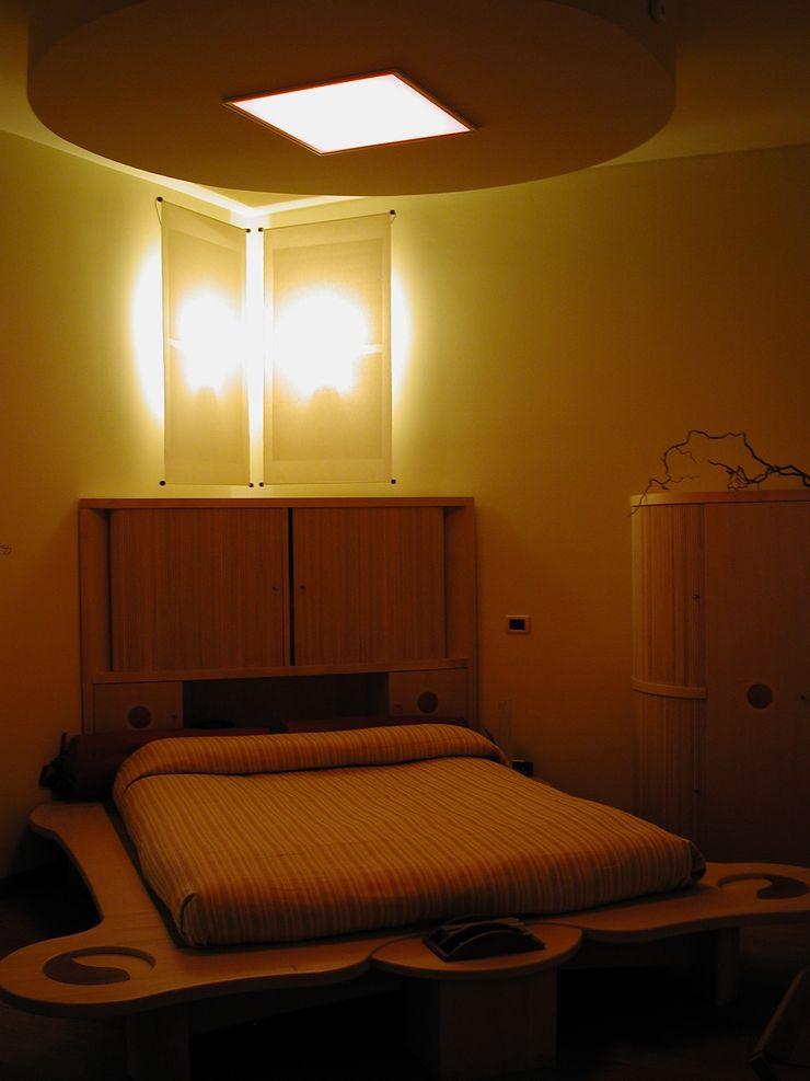 Luci a parete con tonalità calde Anita Cerpelloni Paper Project Venice Camera da letto moderna
