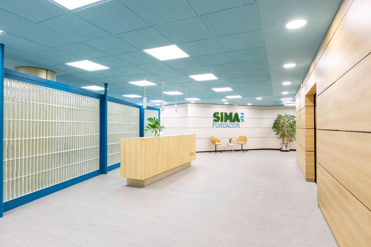 Recepción de SIMA Interiorismo y decoración en Madrid / Kando Estudio Oficinas y tiendas de estilo moderno Azul