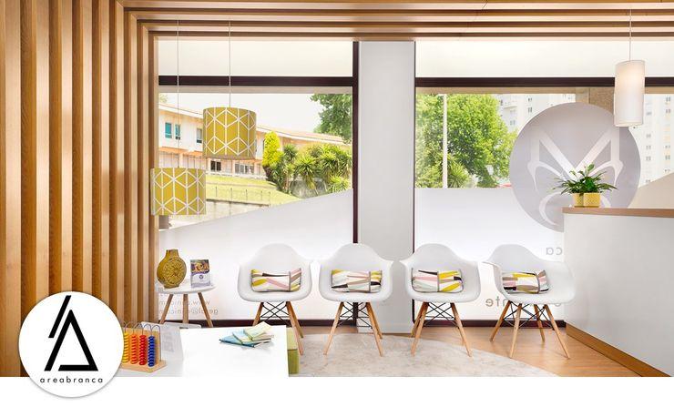 Sala de Espera Areabranca Clínicas modernas