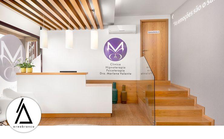Sala de Espera/Receção Areabranca Clínicas modernas