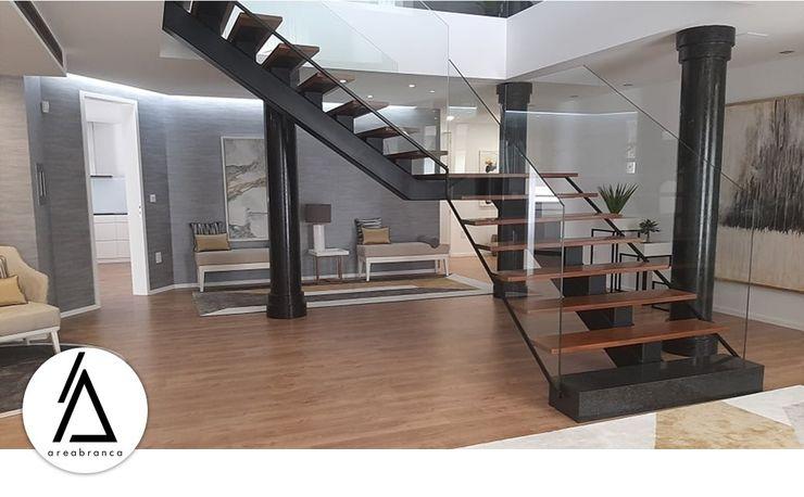 Areabranca Corredores, halls e escadas modernos