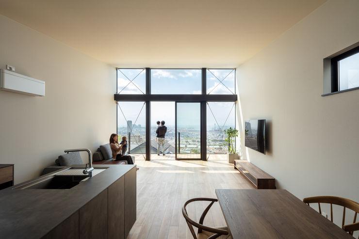 FLIGHT HOUSE SQOOL一級建築士事務所 モダンデザインの リビング