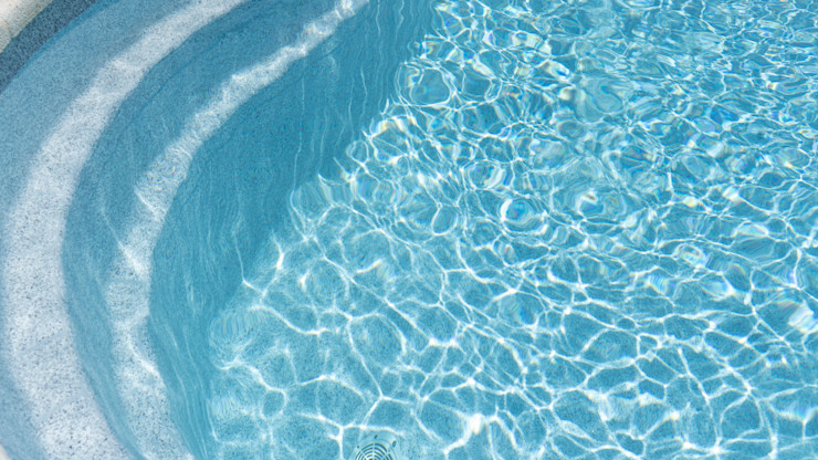 Reparación de piscina de fibra de vidrio con textura de granito RENOLIT ALKORPLAN