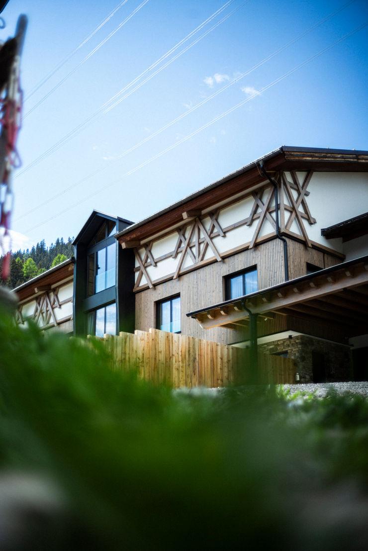 S.N.O.W. Planungs und Projektmanagement GmbH Minimalist houses