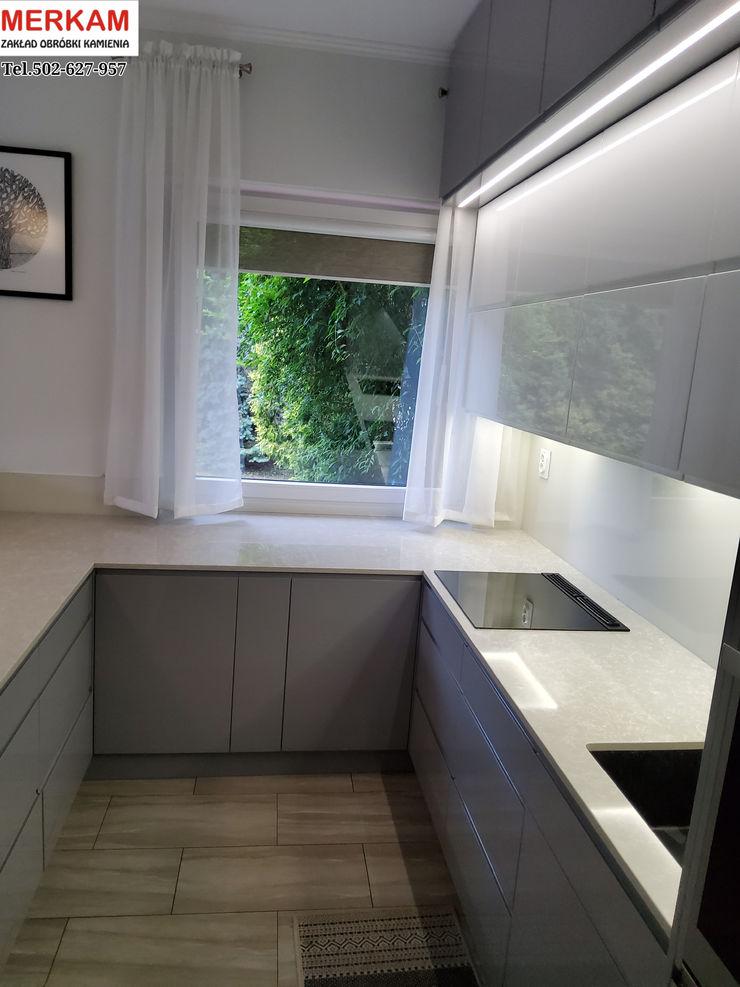 Merkam - Łódź ul. Św. Jerzego 9 Modern kitchen Stone Grey