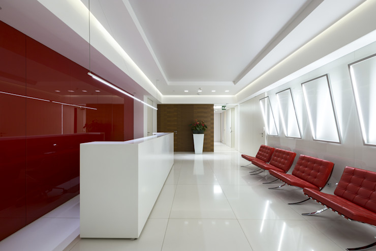 Teak wood wall coverings and red lacquered wall covering, Moscow office Tognini Bespoke Furniture Walls & flooringWall & floor coverings Wood Red