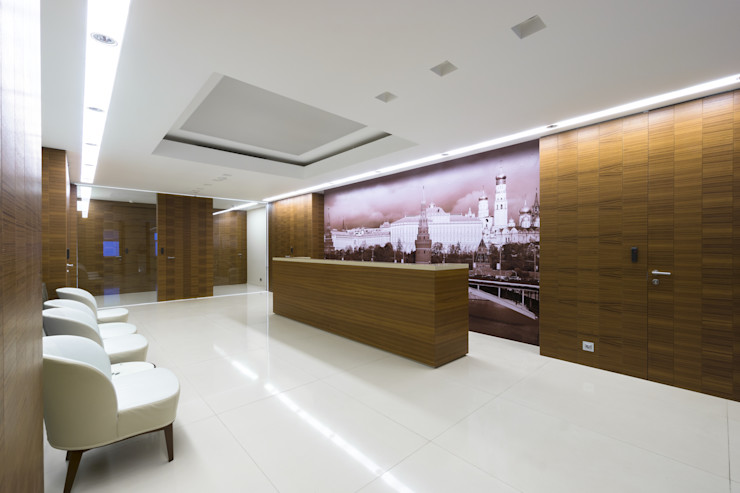 Reception desk and walls covered in teak wood, glass sliding doors, Moscow office Tognini Bespoke Furniture Study/officeDesks Wood Brown