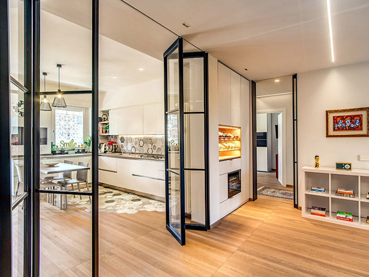 vetrate MOB ARCHITECTS Ingresso, Corridoio & Scale in stile moderno