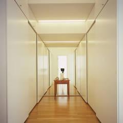 Ankleide:  Ankleidezimmer von Architektur & Interior Design