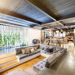translation missing: id.style.ruang-keluarga.rustic Ruang Keluarga by Egue y Seta