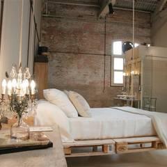 Charming Suite: Dormitorios de estilo  de BARASONA Diseño y Comunicacion