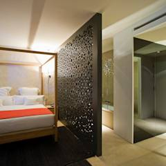Hotel EME en Sevilla, España: Dormitorios de estilo ecléctico de Donaire Arquitectos