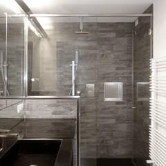 Casa di vacanze: Bagno in stile  di gosplan architects