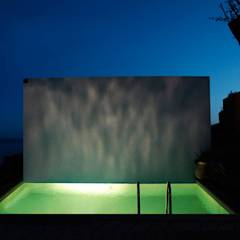 Villa ISAKY: Piscine de style de style Moderne par Paul Franceschi