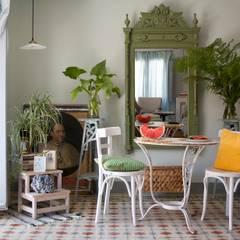 Bed & Breakfast en La Rioja: Comedores de estilo mediterráneo de Casa Josephine