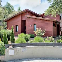 MONTSENY: Casas de estilo moderno de HOUSE HABITAT