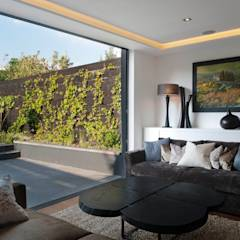 London Townhouse: modern Living room by The Silkroad Interior Design