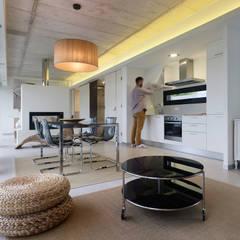 Vivienda en Villagarcía: Comedores de estilo minimalista de Nan Arquitectos