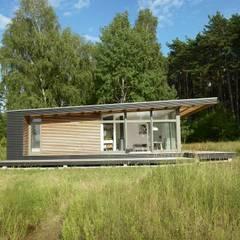 Sommerhaus PIU 65: skandinavische Häuser von SOMMERHAUS PIU
