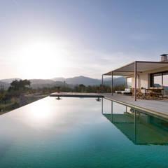 exterior: Piscinas de estilo moderno de margarotger interiorisme