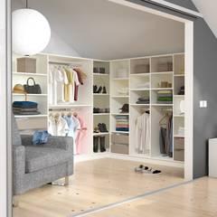 Begehbares Ankleidezimmer: moderne Ankleidezimmer von deinSchrank.de GmbH