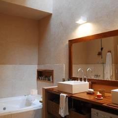 Reciclaje en Colegiales: Baños de estilo ecléctico por Parrado Arquitectura