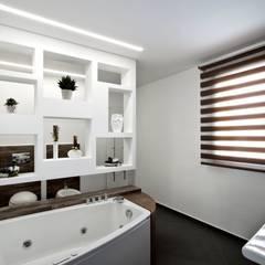 Casa L: Bagno in stile in stile Moderno di Laboratorio di Progettazione Claudio Criscione Design
