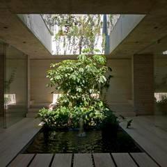 Spa de estilo minimalista por Ambrosi I Etchegaray