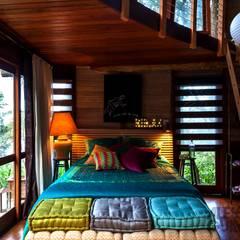 Casa da Floresta: Quartos translation missing: br.style.quartos.campestre por Ferraro Habitat